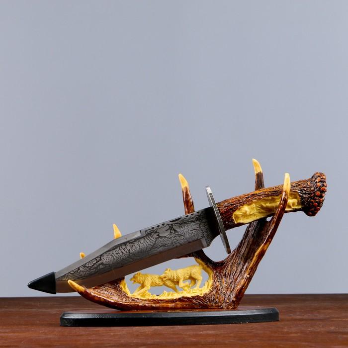 Сувенирное изделие на подставке, с волками на лосинных рогах 37 см металл,полист,дерево
