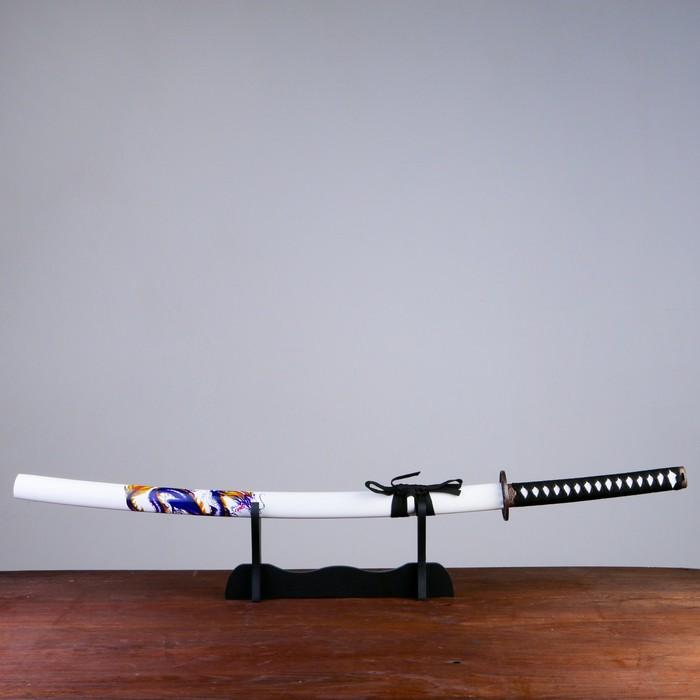 Сувенирное оружие «Катана на подставке», белые ножны с синим драконом