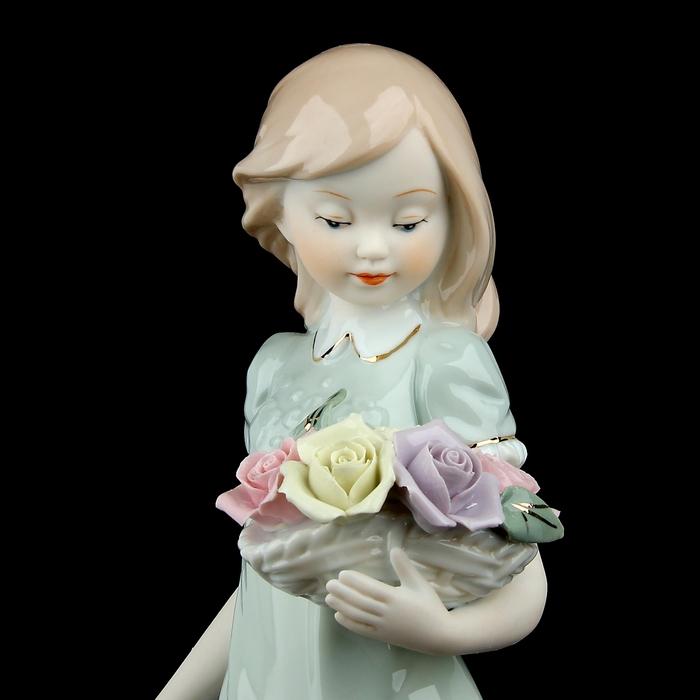 "Сувенир ""Девочка с розовым букетом"""