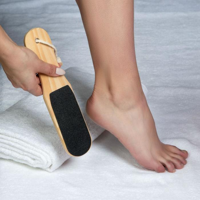 Тёрка для ног двусторонняя наждачная, овальная, деревянная
