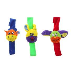 Игрушка с погремушкой - браслетик, цвет МИКС