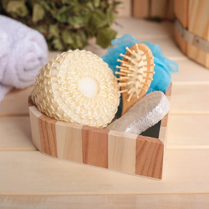 Набор банный в деревянной корзине 4 предмета: 2 мочалки, пемза, расческа