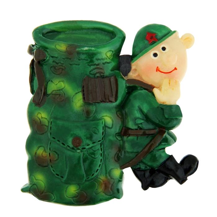 """Магнит """"Улыбающийся солдат с рюкзаком"""""""
