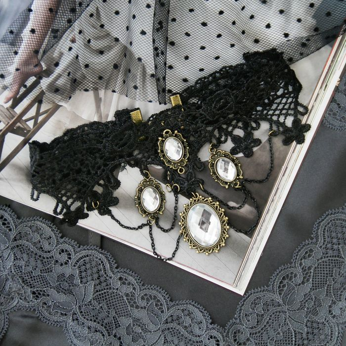"""Чокер """"Александрия"""", кружево, цепочки и медальоны со вставками камней, цвет серый"""