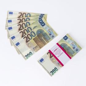 Пачка купюр 200 евро Ош