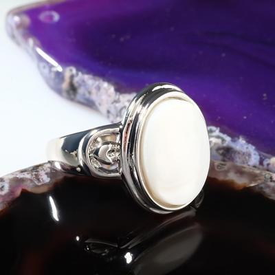 """Кольцо """"Перламутр"""" овал, цвет белый в серебре, размер МИКС"""