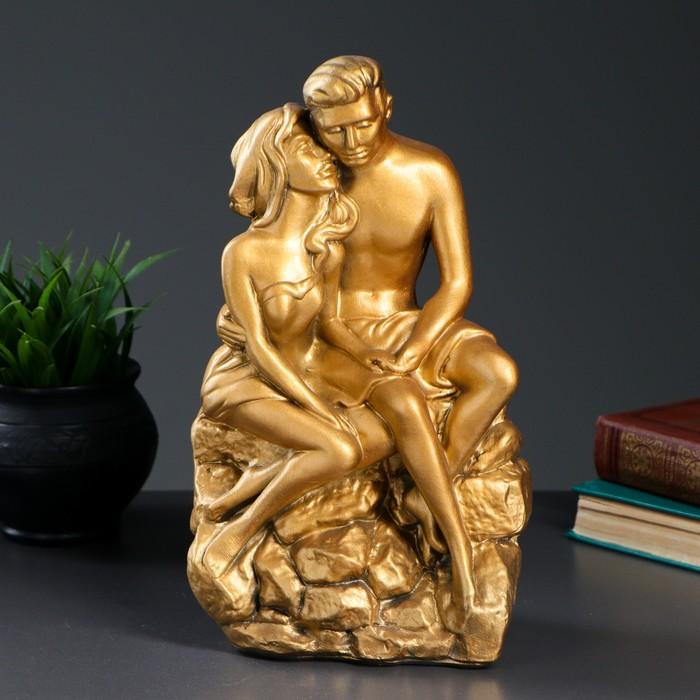 "Фигура ""Влюбленные на камне"" золото 12х20х30см - фото 554450238"