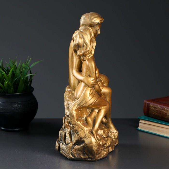 "Фигура ""Влюбленные на камне"" золото 12х20х30см - фото 554450239"