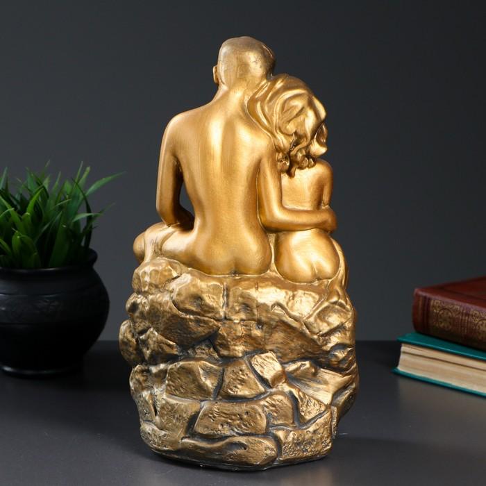 "Фигура ""Влюбленные на камне"" золото 12х20х30см - фото 554450240"