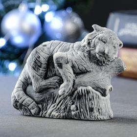 """Сувенир """"Тигр на бревне"""" 7х10 см"""