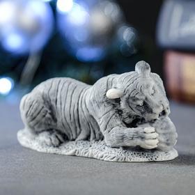 "Сувенир ""Тигр, играющий с мячом"" 5,5х11,5 см"