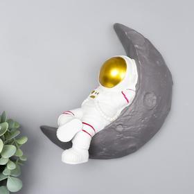 "Сувенир полистоун настенный декор ""Астронавт на месяце"" 22х21,5х7 см"