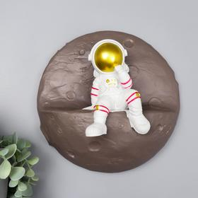 "Сувенир полистоун настенный декор ""Астронавт на луне"" 21,5х21,5х9 см"