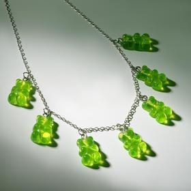 """Колье """"Мармеладные мишки"""" на тонкой цепочке, цвет зелёный в серебре, 35см"""