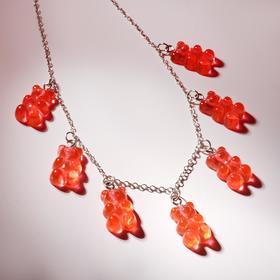 """Колье """"Мармеладные мишки"""" на тонкой цепочке, цвет красный в серебре, 35см"""