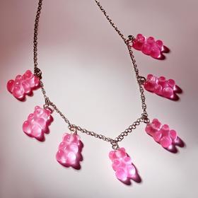 """Колье """"Мармеладные мишки"""" на тонкой цепочке, цвет ярко-розовый в серебре, 35см"""