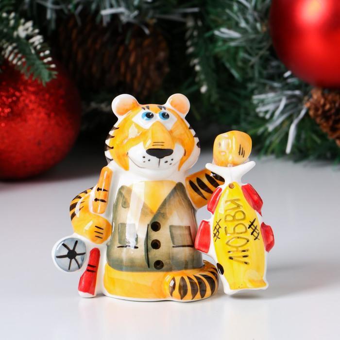 """Сувенир фарфоровый """"Тигр с рыбкой Любви"""" - фото 282128626"""