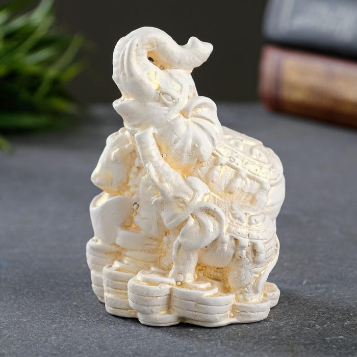 """Статуэтка """"Слон со слоненком на деньгах"""" позолота, 8см - фото 282129708"""
