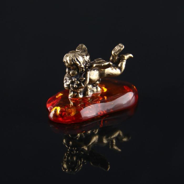 """Сувенир """"Ангелочек лежащий"""", латунь, янтарная смола, 1,8х1,7х2,7 см - фото 282130934"""