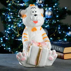 "Копилка ""Тигр с подарком"" бело-рыжий, 24х23х34см"