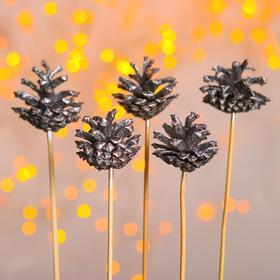 Новогодний декор «Букет серебряных шишек»