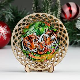 """Тарелка сувенирная """"Год Тигра. Семейного тепла!"""", d = 13 см, дерево"""