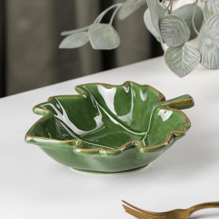 Салатник Доляна «Лист»,17,2x15,4 см, цвет зелёный