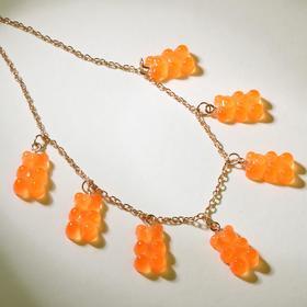 """Колье """"Мармеладные мишки"""" на тонкой цепочке, цвет матово-оранжевый в золоте, 35см"""