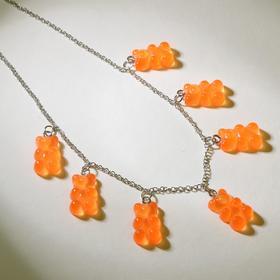 """Колье """"Мармеладные мишки"""" на тонкой цепочке, цвет матово-оранжевый в серебре, 35см"""