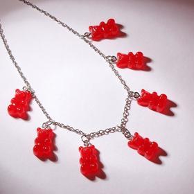 """Колье """"Мармеладные мишки"""" на тонкой цепочке, цвет матово-красный в серебре, 35см"""