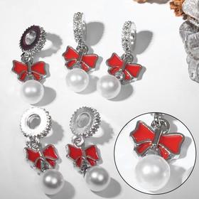 """Подвеска новогодняя """"Бантик"""" с жемчужиной, цвет красно-белый в серебре"""