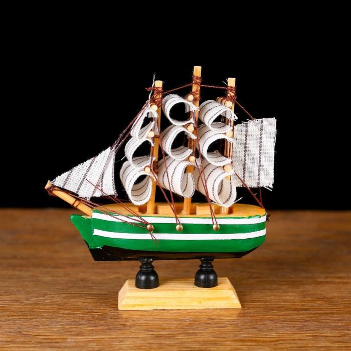 Корабль сувенирный малый «Клеймор», борта зелёные с белой полосой, паруса белые, 3×10×10 см