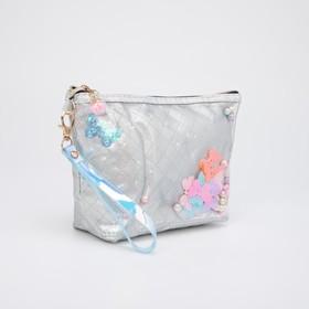 Косметичка-сумочка, отдел на молнии, с ручкой, цвет серебристый, «Бабочки»