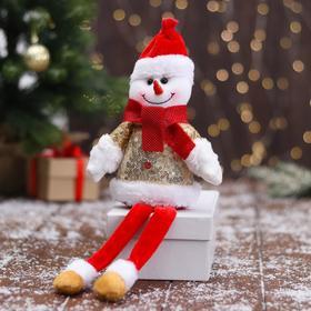 """Мягкая игрушка """"Снеговик в блестящей шубке - длинные ножки"""" 10х32 см, красно-золотой"""