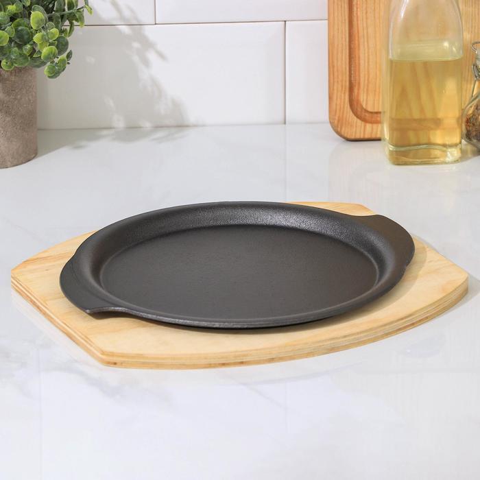 """Сковорода на деревянной подставке """"Круг. Восток"""" с ручками 26х22,7 см"""