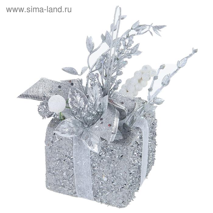 """Композиция новогодняя """"Серебряный подарок"""""""