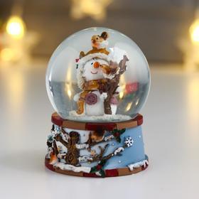"""Сувенир полистоун водяной шар """"Снеговичок со скворечником"""" d=6,5 см"""