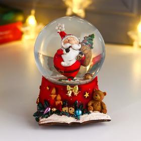 """Сувенир полистоун водяной шар музыка """"Дед Мороз с ёлкой в мешке"""" d=10 см"""
