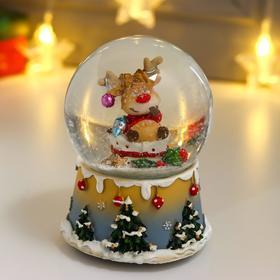 """Сувенир полистоун водяной шар музыка """"Лосик на подарках, с шариком на рогах"""" d=10 см"""