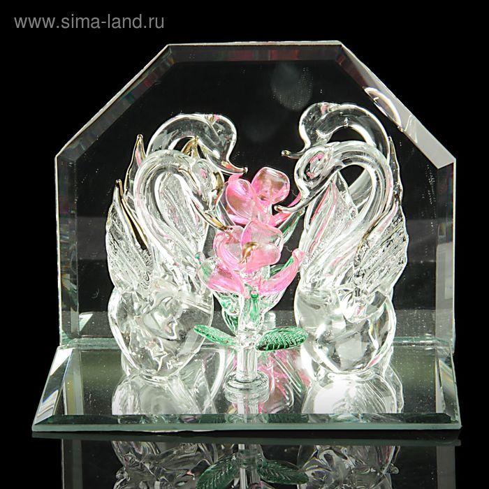 """Сувенир """"Лебеди возле цветка"""""""