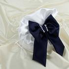 Сумочка невесты атласная, белая с синим бантиком