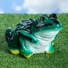 """Садовая фигура """"Зелёный лягушонок с белой грудкой"""""""