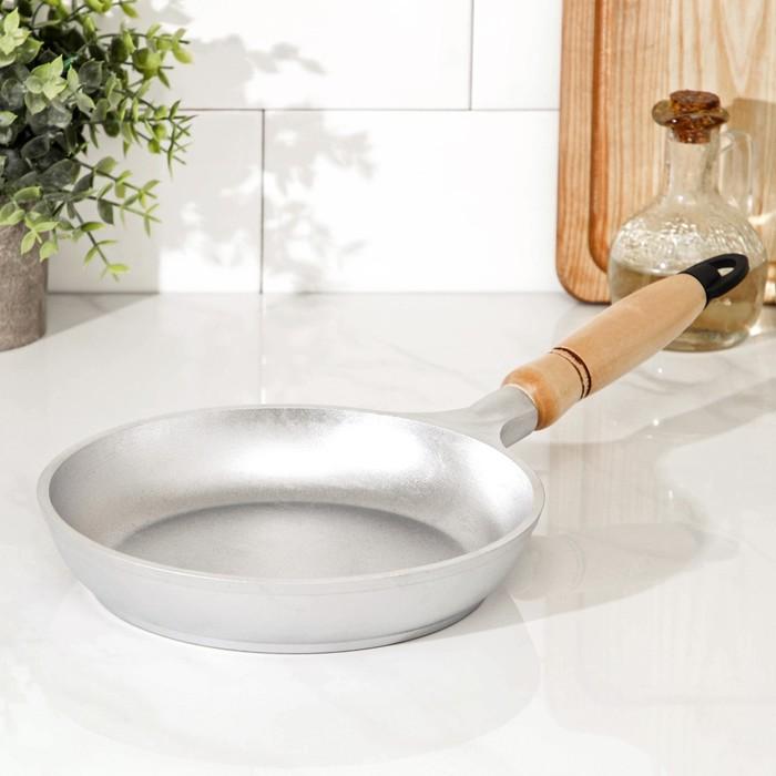Сковорода 20 см с деревянной ручкой
