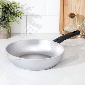 24 cm pan with removable handle.