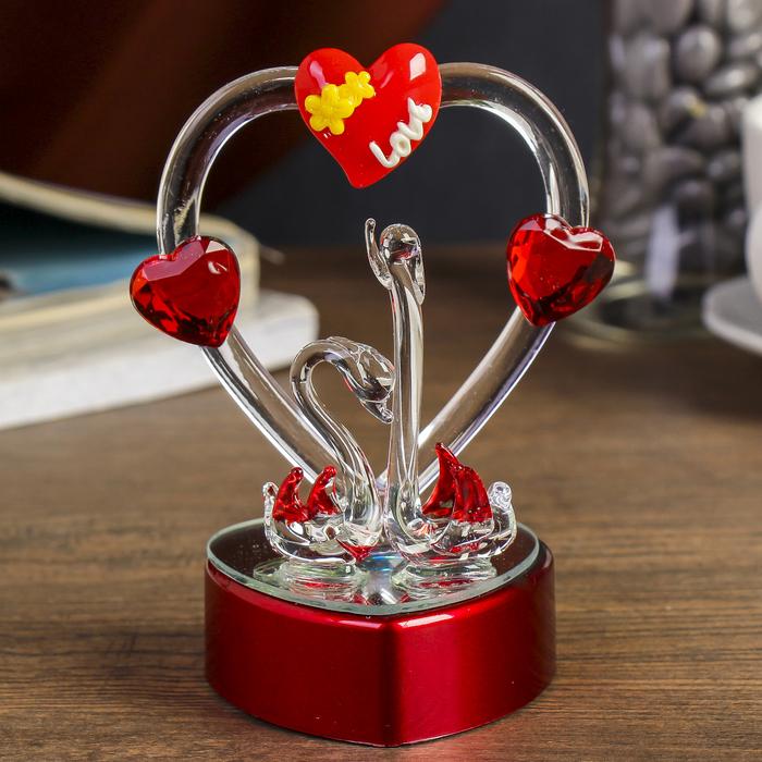 """Сувенир """"Два лебедя у сердца в цветах"""" световой"""