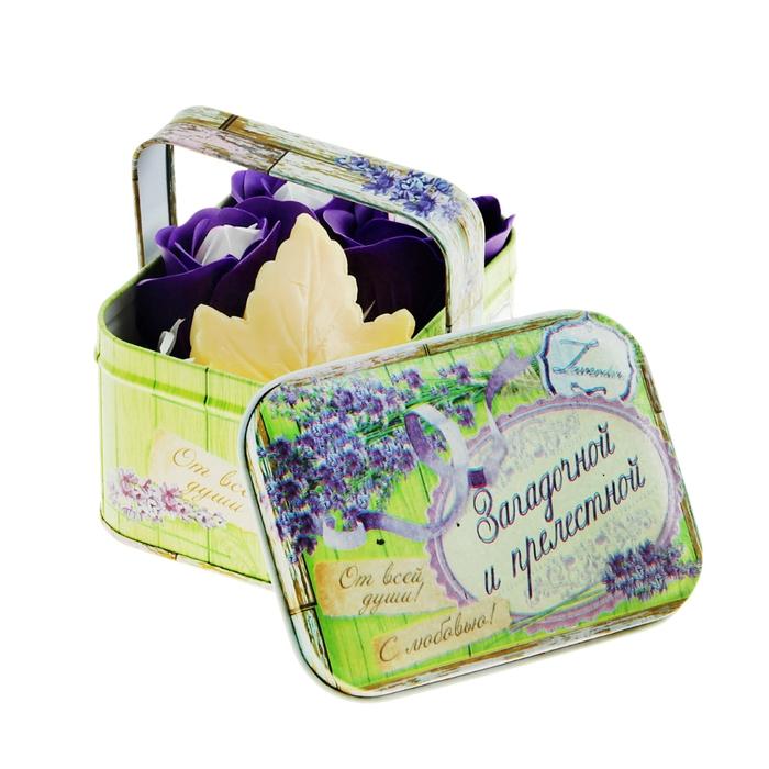 """Набор """"Загадочной и прелестной"""": мыльные лепестки и мыло в шкатулке-корзиночке"""
