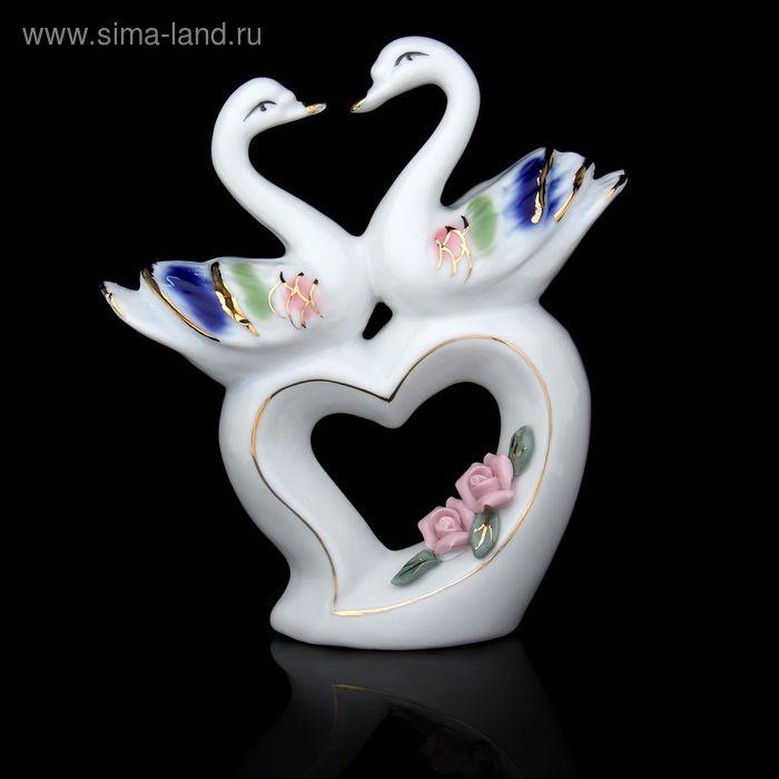 """Сувенир """"Два лебедя на сердце с розами"""""""