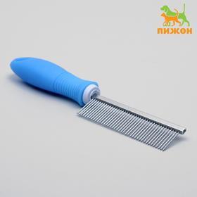 Comb with medium teeth, non-slip rubber handle
