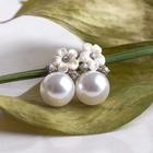 """Серьги с жемчугом """"Цветочек"""", цвет белый в серебре"""