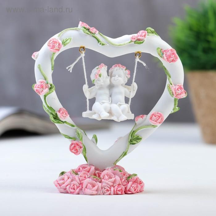 "Сувенир ""Два ангелочка на качелях в сердце с венком из роз"""
